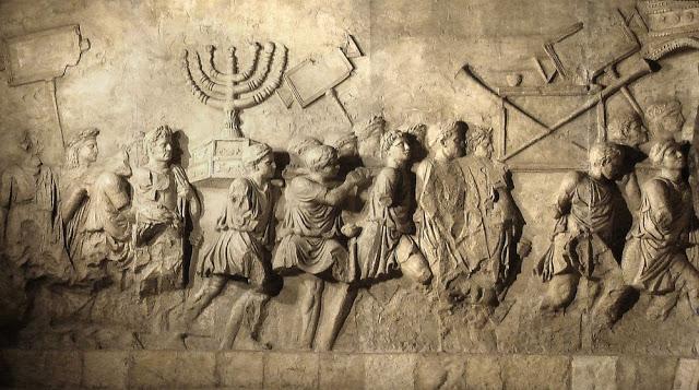 Arc de triomphe de Titus (les soldats romains portent la ménorah)